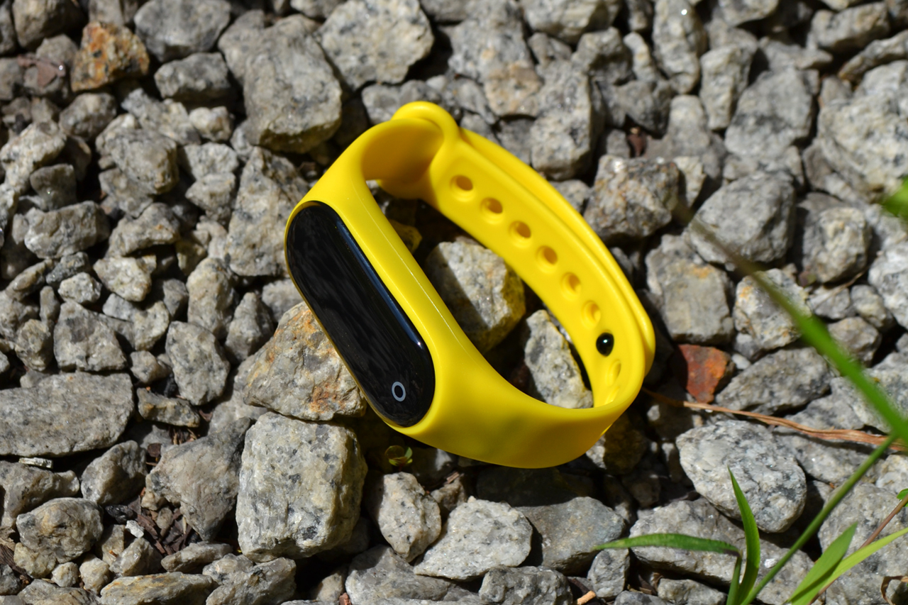 Guardian Smart Fitness Tracker, yellow